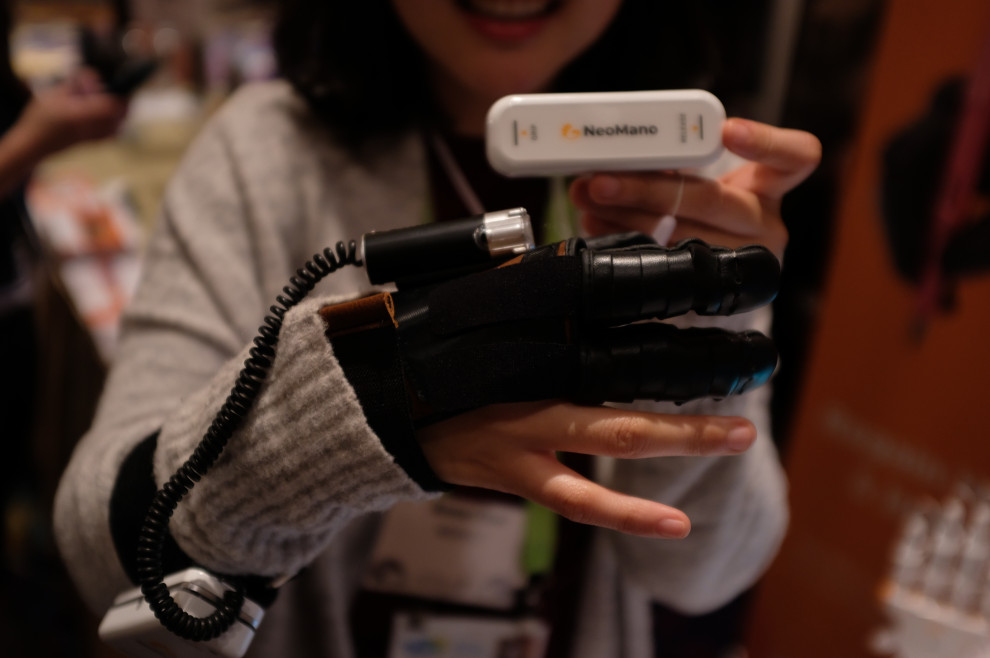 Neofect's powered glove for people with paralysis is shipping this summer